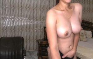 Desi girl showing big boobs live on cam